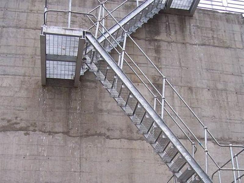 Escada de Aço Carbono Mendonça - Escada de Aço para Empresas