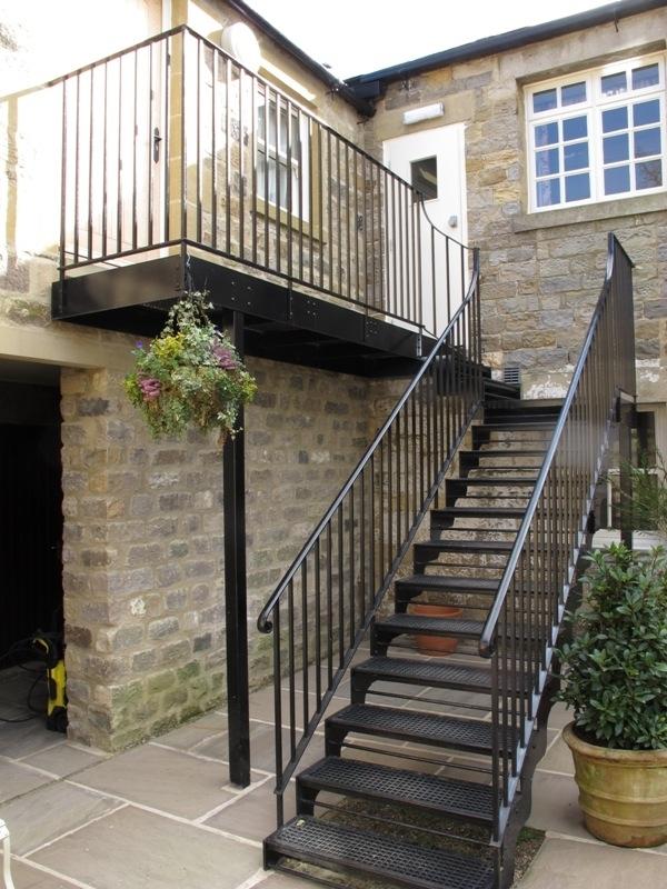 Pedido de Corrimão de Ferro para Escada Externa Vila Anastácio - Corrimão de Ferro para Escada